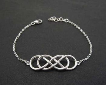 BenatiGold Infinity knot Bracelet