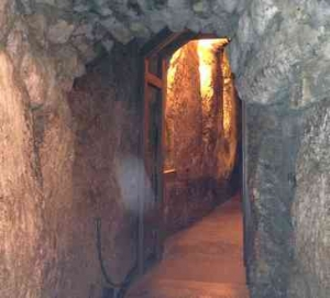 Jerusalem-Tunnel stone-Arched opening- group