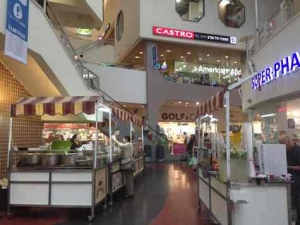 Dizengoff Center -inner with food carts -Tel Aviv