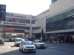 Dizengoff Center -outer with cabs-Tel Aviv