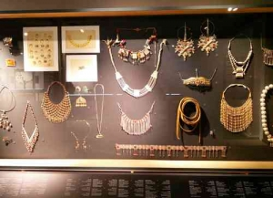 Eretz Irael Museum-Jewelry display