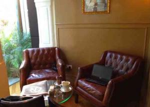 Tel Aviv Cafe & Coffee-Mae-Corner Seats