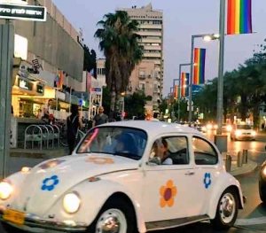 Gay Pride Parade2016-Car