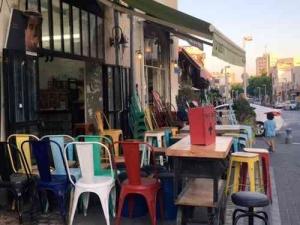 jaffafleamarket-coloredchairs