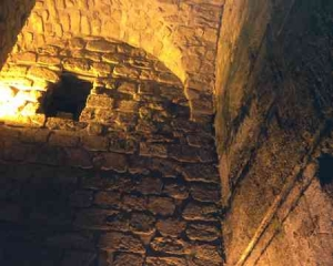 Jerusalem-Tunnel arched walls