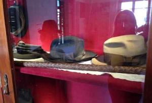 Bialik House -hat & stick
