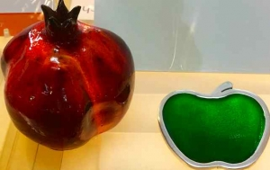 rosh-hashana-5777-ceramicpom-glass-apple
